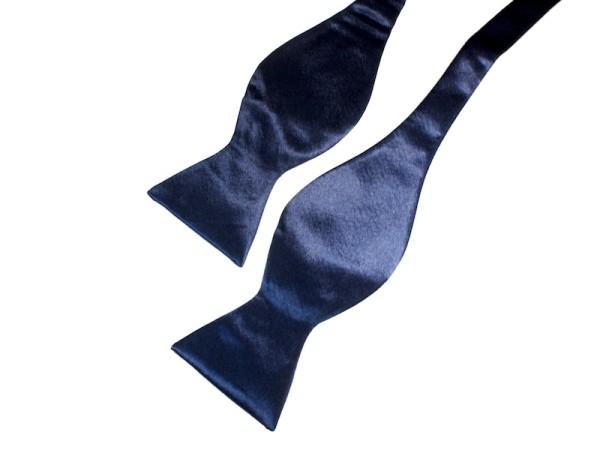 Fliege dunkelblau