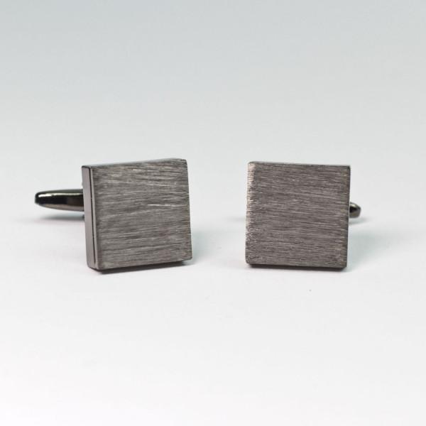 Silberne viereckige Manschettenknöpfe mit gebürsteter Oberfläche
